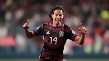 El futbolista Diego Lainez celebra un gol con el Tricolor.