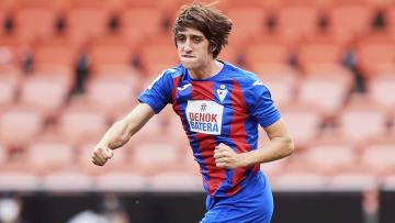 Gil spent the 2020/21 season on loan at Eibar