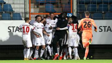 nach hartem Fight - der HSV gewinnt in Überzahl gegen Tabellenführer Bochum