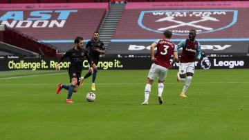 Manchester City e West Ham se enfrentam pela Premier League.