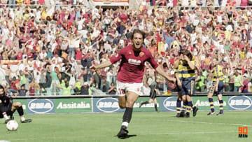 Gabriel Batistuta segna e dà il via alla festa giallorossa
