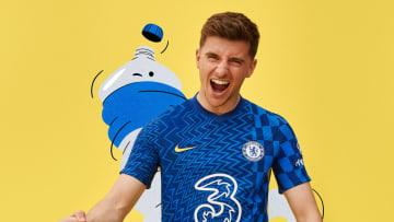Mason Mount dengan jersey baru Chelsea