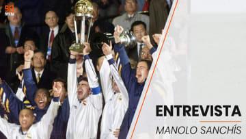 Manuel Sanchis levantando una de tantas Copas con el Real Madrid