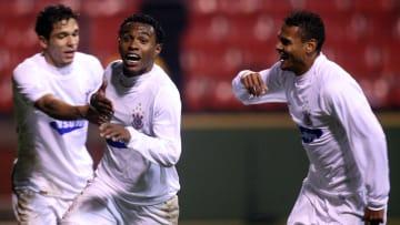 Meia-atacante retorna ao Corinthians 14 anos depois de vencer o Botafogo, por 3 a 2