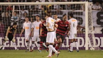 O lendário Santos 4 x 5 Flamengo de Neymar e Ronaldinho não poderia ficar de fora dessa.