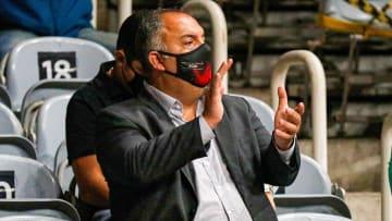 Estafe de João Gomes quer levar o volante para o Mundo Árabe. Flamengo aceitou a oferta, mas faz uma exigência que trava o negócio.