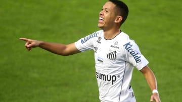 Golaço de Marcos Guilherme, ex-Inter, garante triunfo na Vila Belmiro