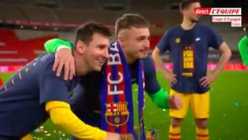 Los jóvenes hacen fila para la foto con Leo Messi