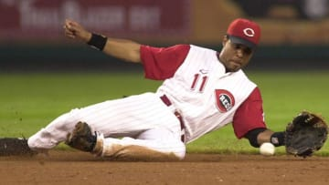 CINCINNATI, UNITED STATES: The Cincinnati Reds' Barry Larkin dives for a ground ball on a base hit. AFP PHOTO/Mike SIMONS (Photo credit should read MIKE SIMONS/AFP via Getty Images)