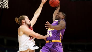 SYDNEY, AUSTRALIA - FEBRUARY 14: Jae'Sean Tate of the Kings is fouled by Sam Froling of the Hawks as he drives to the basket during the round 20 NBL match between the Sydney Kings and the Illawarra Hawks at Qudos Bank Arena on February 14, 2020 in Sydney, Australia. (Photo by Mark Kolbe/Getty Images)