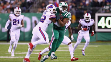 EAST RUTHERFORD, NJ - NOVEMBER 02: Tight end Austin Seferian-Jenkins #88 of the New York Jets runs the ball against middle linebacker Preston Brown #52 of the Buffalo Bills during the first half of the game at MetLife Stadium on November 2, 2017 in East Rutherford, New Jersey. (Photo by Al Bello/Getty Images)