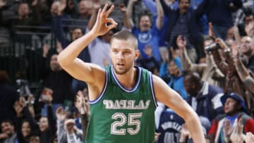 DALLAS, TX - JANUARY 20: Chandler Parsons #25 of the Dallas Mavericks celebrates a three-pointer against the Minnesota Timberwolves on January 20, 2016 at the American Airlines Center in Dallas, Texas. NOTE TO USER: User expressly acknowledges and agrees that, by downloading and or using this photograph, User is consenting to the terms and conditions of the Getty Images License Agreement. Mandatory Copyright Notice: Copyright 2016 NBAE (Photo by Glenn James/NBAE via Getty Images)