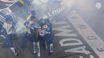 Jimmie Johnson leans on his teammates