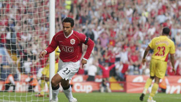 Kieran Richardson is looking to give football one last throw of the dice and plans to step out of retirement.