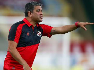 Marcelo Cabo livrou o Atlético-GO do rebaixamento.