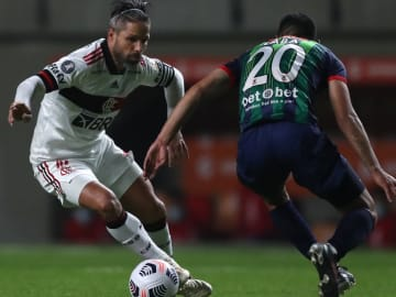 Em noite de erros bizarros, o Flamengo apenas empatou (2 a 2) com o Unión La Calera, no Chile, pela quarta rodada da Conmebol Libertadores.