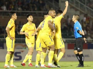 Trọng tài Mai Xuân Hùng bị treo còi 3 trận