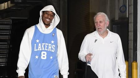 DeRozan usó la prenda deportiva con el 8 que vestía Kobe al llegar al estadio