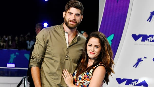 INGLEWOOD, CA - AUGUST 27:  David Eason (L) and Jenelle Evans attend the 2017 MTV Video Music Awards at The Forum on August 27, 2017 in Inglewood, California.  (Photo by Frazer Harrison/Getty Images)
