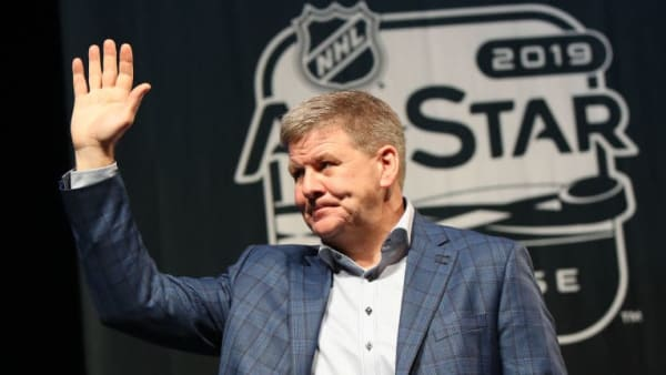 SAN JOSE, CALIFORNIA - JANUARY 24:  Head coach Bill Peters of the Calgary Flames waves to the crowd during the 2019 NHL All-Star Media Day on January 24, 2019 in San Jose, California. (Photo by Bruce Bennett/Getty Images)