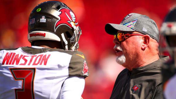 Bucs' head coach Bruce Arians speaking with quarterback Jameis Winston.
