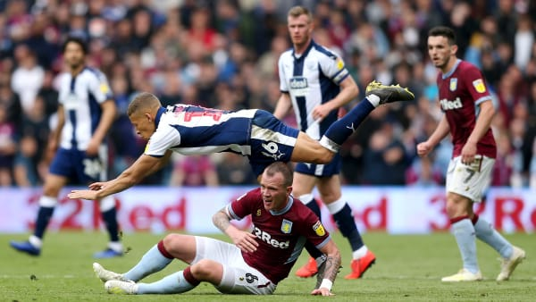 BIRMINGHAM, ENGLAND - MAY 11: Dwight Gayle of West Bromwich Albion is challenged by Glenn Whelan of Aston Villa during the Sky Bet Championship Play-off semi final first leg match between Aston Villa and West Bromwich Albion at Villa Park on May 11, 2019 in Birmingham, England. (Photo by Paul Harding/Getty Images)