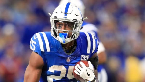 INDIANAPOLIS, IN - OCTOBER 21: Marlon Mack #25 of the Indianapolis Colts runs the ball in the fourth quarter against the Buffalo Billsat Lucas Oil Stadium on October 21, 2018 in Indianapolis, Indiana. (Photo by Andy Lyons/Getty Images)