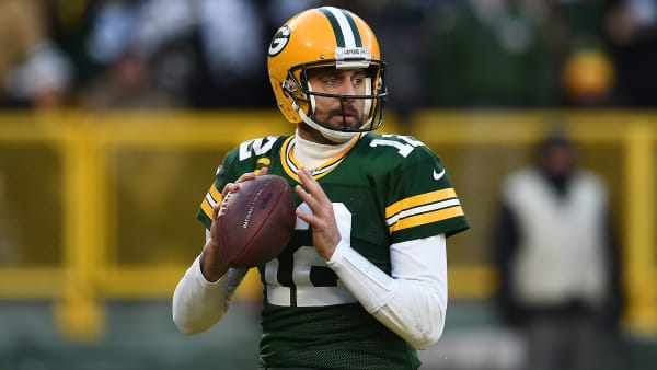 Green Bay Packers quarterback Aaron Rodgers drops back to pas against the Chicago Bears