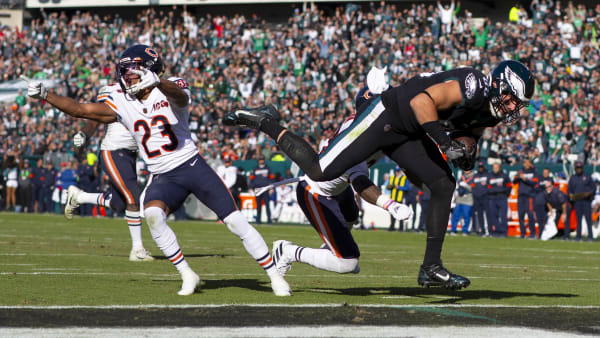 PHILADELPHIA, PA - NOVEMBER 03: Zach Ertz #86 of the Philadelphia Eagles scores a touchdown against Kyle Fuller #23 and Eddie Jackson #39 of the Chicago Bears in the second quarter at Lincoln Financial Field on November 3, 2019 in Philadelphia, Pennsylvania. (Photo by Mitchell Leff/Getty Images)