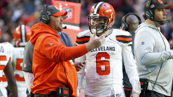 Browns head coach Freddie Kitchens speaks with Baker Mayfield.