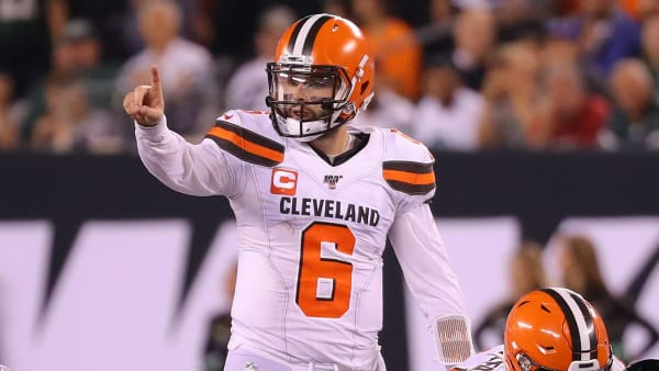 EAST RUTHERFORD, NEW JERSEY - SEPTEMBER 16: Baker Mayfield #6 of the Cleveland Browns gestures at the line of scrimmage in the second half against the New York Jets at MetLife Stadium on September 16, 2019 in East Rutherford, New Jersey. (Photo by Mike Lawrie/Getty Images)