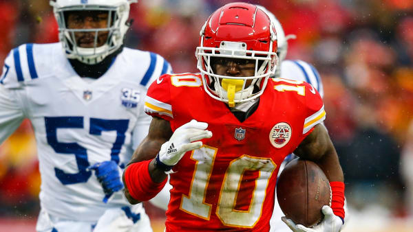 KANSAS CITY, MO - JANUARY 12: Tyreek Hill #10 of the Kansas City Chiefs runs against the Indianapolis Colts during the first quarter of the AFC Divisional Round playoff game at Arrowhead Stadium on January 12, 2019 in Kansas City, Missouri. (Photo by David Euilitt/Getty Images)