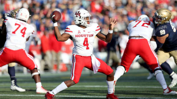 ANNAPOLIS, MD - OCTOBER 20: D'Eriq King #4 of the Houston Cougars throws the ball against the Navy Midshipmen during the first half at Navy-Marines Memorial Stadium on October 20, 2018 in Annapolis, Maryland. (Photo by Will Newton/Getty Images)