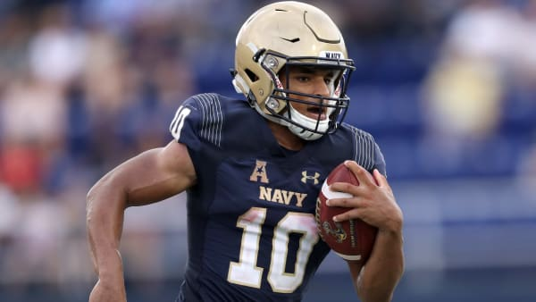 ANNAPOLIS, MD- SEPTEMBER 15: Malcolm Perry #10 of the Navy Midshipmen rushes for a second half touchdown against the Lehigh Mountain Hawks at Navy-Marine Corps Memorial Stadium on September 15, 2018 in Annapolis, Maryland. (Photo by Rob Carr/Getty Images)