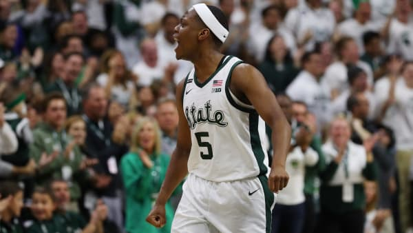 Cassius Winston leads the Michigan State Spartans in points (18.9) and assists (6.3) per game.