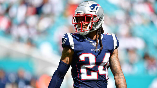 MIAMI, FLORIDA - SEPTEMBER 15: Stephon Gilmore #24 of the New England Patriots in action against the Miami Dolphins at Hard Rock Stadium on September 15, 2019 in Miami, Florida. (Photo by Mark Brown/Getty Images)