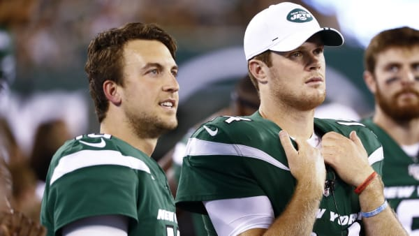 EAST RUTHERFORD, NJ - AUGUST 24: Trevor Siemian and Sam Darnold #14 of the New York Jets stand at the bench during their preseason game against the New Orleans Saints at MetLife Stadium on August 24, 2019 in East Rutherford, New Jersey. (Photo by Jeff Zelevansky/Getty Images)