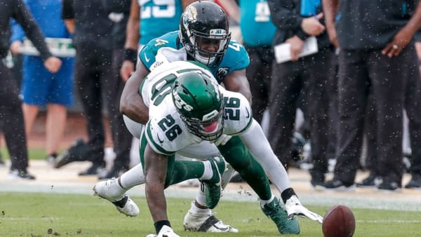 JACKSONVILLE, FL - OCTOBER 27: Running back Le'Veon Bell #26 of the New York Jets attempts to recover a fumble while being tackled by lineback Myles Jack #44 of the Jacksonville Jaguars during the game at TIAA Bank Field on October 27, 2019 in Jacksonville, Florida. The Jaguars defeated The Jets 29 to 15. (Photo by Don Juan Moore/Getty Images)