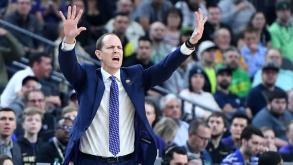 LAS VEGAS, NEVADA - MARCH 16:  Head coach Mike Hopkins of the Washington Huskies yells to his players during the championship game of the Pac-12 basketball tournament against the Oregon Ducks at T-Mobile Arena on March 16, 2019 in Las Vegas, Nevada. The Ducks defeated the Huskies 68-48.  (Photo by Ethan Miller/Getty Images)