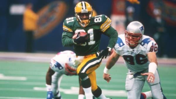 Packers KR Desmond Howard returning a kick in Super Bowl XXXI