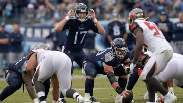 NASHVILLE, TENNESSEE - OCTOBER 27: Ryan Tannehill #17 of the Tennessee Titans signales to the offensive line during the 4th quarter  of the NFL football game against the Tampa Bay Buccaneers at Nissan Stadium on October 27, 2019 in Nashville, Tennessee. (Photo by Bryan Woolston/Getty Images)