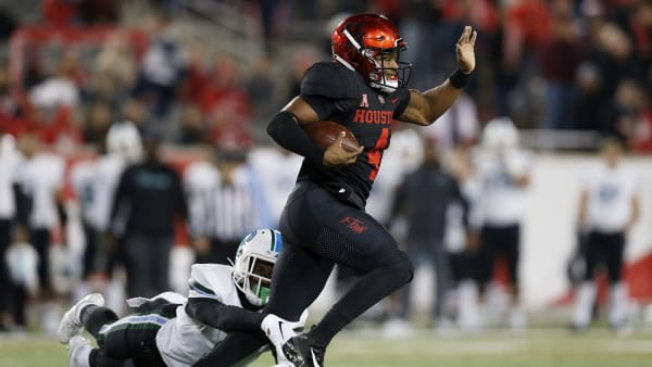 HOUSTON, TX - NOVEMBER 15:  D'Eriq King #4 of the Houston Cougars breaks a tackle by Jaylon Monroe #9 of the Tulane Green Wave in the first half at TDECU Stadium on November 15, 2018 in Houston, Texas.  (Photo by Tim Warner/Getty Images)