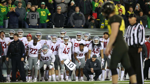 EUGENE, OREGON - OCTOBER 26: The Washington State Cougars wait for Camden Lewis #49 of the Oregon Ducks to kick what would be the game winning field goal to win the game 37-35 during their game at Autzen Stadium on October 26, 2019 in Eugene, Oregon. (Photo by Abbie Parr/Getty Images)