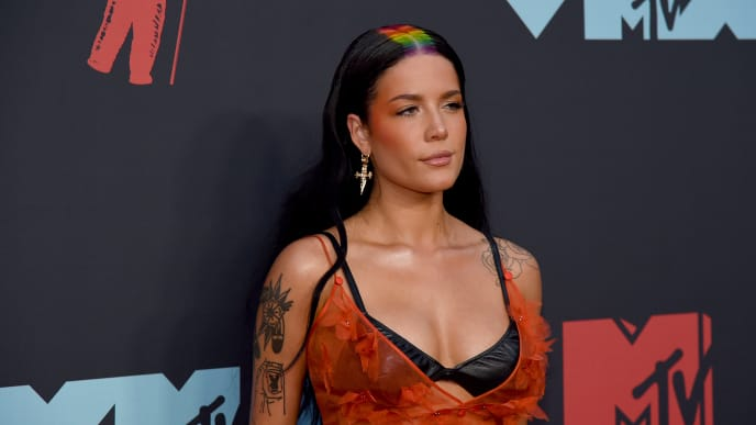 NEWARK, NEW JERSEY - AUGUST 26: Halsey attends the 2019 MTV Video Music Awards at Prudential Center on August 26, 2019 in Newark, New Jersey. (Photo by Jamie McCarthy/Getty Images for MTV)