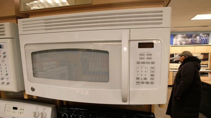 CHICAGO - JANUARY 22: A microwave oven made by General Electric Co. (GE) is offered for sale alongside other appliances at a Sears store January 22, 2010 in Chicago, Illinois. Today GE posted a 19% slump in fourth-quarter earnings, but still beat Wall Street expectations.  (Photo by Scott Olson/Getty Images)