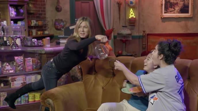 Jennifer Aniston surprises fans on the 'Friends' set while hosting 'The Ellen Show'