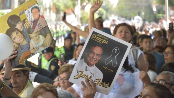 MEXICO CITY, MEXICO - OCTOBER 09: Fans of Jose Jose shows their favorite memories during tribute the to Mexican late singer Jose Jose at Clavería Neighborhood on October 9, 2019 in Mexico City, Mexico. Jose Romulo Sosa Ortiz (real name of Jose Jose) passed away last September 28th in Miami after struggling against cancer. Known as 'El Principe de la Canción', Jose Jose had a long career during the 70's and 80's reaching top of the charts many times. (Photo by Medios y Media/Getty Images)