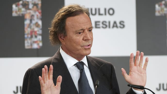 MADRID, SPAIN - DECEMBER 16:  Spanish singer Julio Iglesias receives the Award for artist who has sold the most records in Spain and Latino Artist Award for the most albums sold in the world at Cervantes Instittute on December 16, 2011 in Madrid, Spain.  (Photo by Carlos Alvarez/Getty Images)