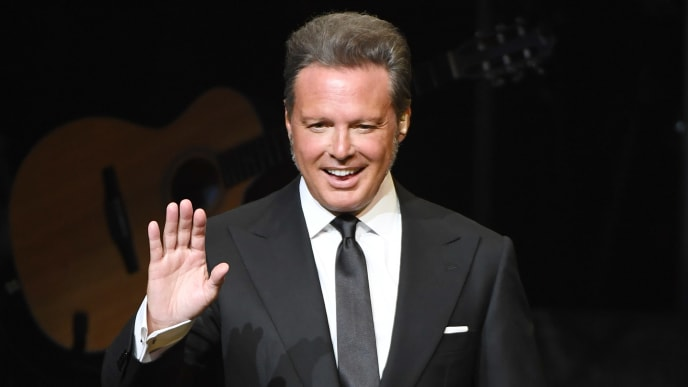 LAS VEGAS, NEVADA - SEPTEMBER 12:  Singer Luis Miguel performs on the first night of his four-date limited engagement at The Colosseum at Caesars Palace on September 12, 2019 in Las Vegas, Nevada.  (Photo by Ethan Miller/Getty Images)