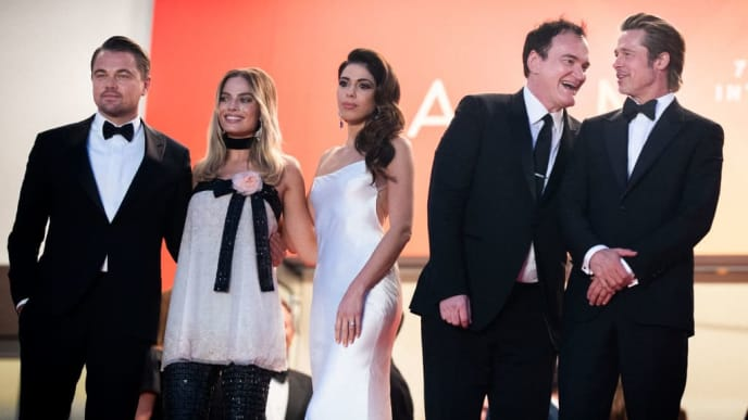"CANNES, FRANCE - MAY 21:   Leonardo DiCaprio, Margot Robbie, Daniela Pick, Quentin Tarantino and Brad Pitt depart the screening of ""Once Upon A Time In Hollywood"" during the 72nd annual Cannes Film Festival on May 21, 2019 in Cannes, France.  (Photo by Andreas Rentz/Getty Images)"